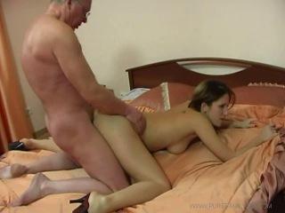 Порно секс видео дед трахнул подругу внучки фото 532-123